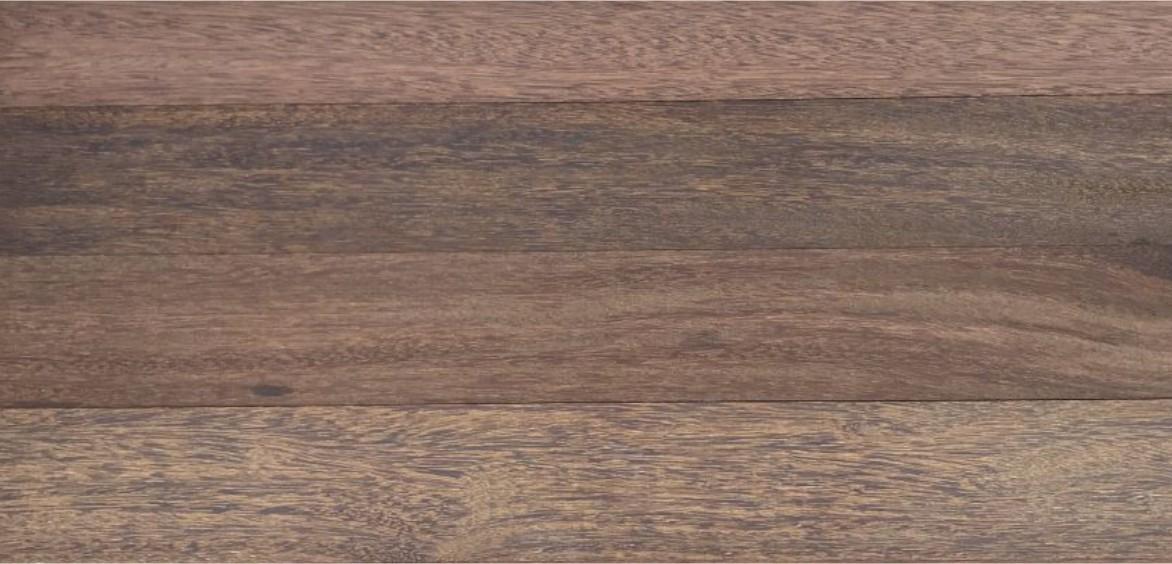 Parquet y tarima maciza de madera sin acabar